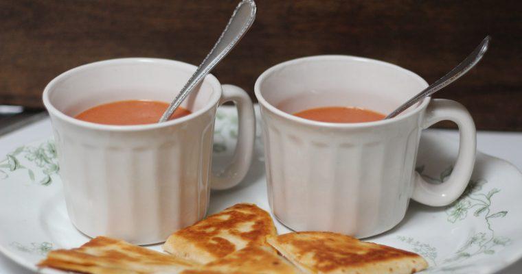 Met maar 3 ingrediënten heb jij de beste basis voor een overheerlijke tomatensoep